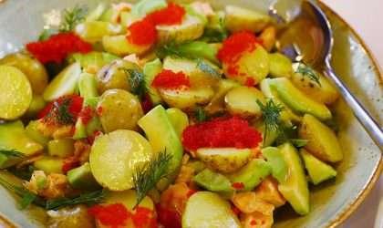 Baja de peso con una rica ensalada de patatas, pimientos, aguacate y anchoas