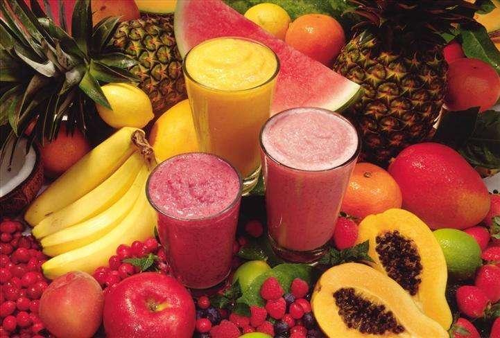 Ensalada de frutas y jugos