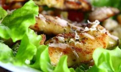 Nutritiva ensalada cesar con pollo
