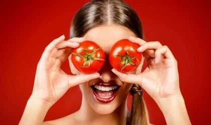 Luce una piel mas joven con esta mascarilla de tomate