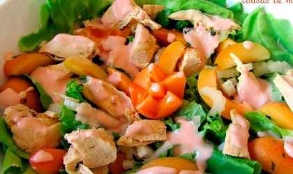 Ensalada de pollo y frutas ¿Te provoca?.