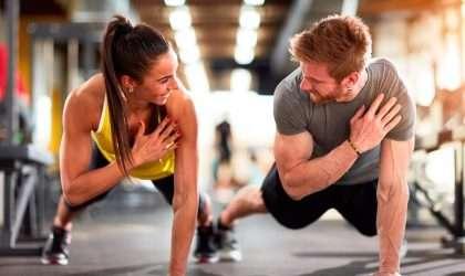¿Quieres quemar grasa de tus brazos con estos movimientos? Toma nota!