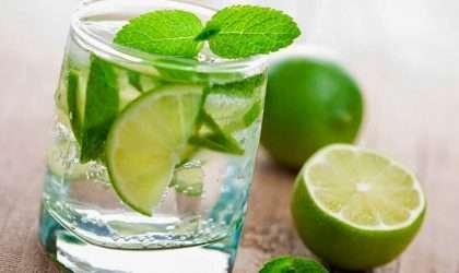 Baja de peso con agua con limón en ayunas