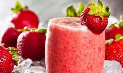 Inicia tu día con un refrescante licuado de avena y fresa