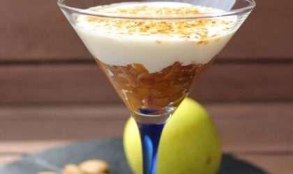 Disfruta de esta deliciosa compota de manzana con yogurt y sesamo