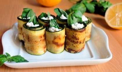Rollitos de calabacín con queso fresco