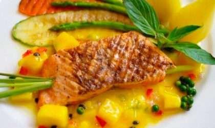 Receta especial: Salmón al horno con salsa de mango