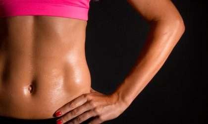 Aprende a realizar abdominales en casa