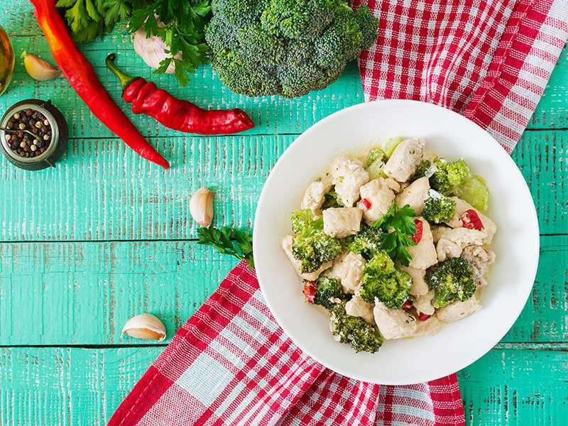 Ensalada de brocoli con pollo
