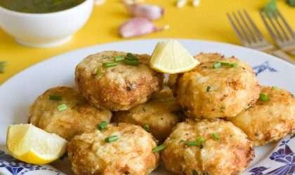 Pastelitos de pescado con salsa estragón