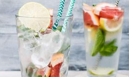 Agua detox de pomelo, limón y menta