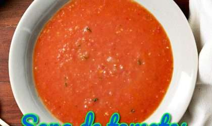 Sopa de tomates y espinacas para almorzar