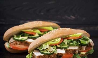 Sorprende a tu familia con este sándwich de aguacate y huevo para el desayuno