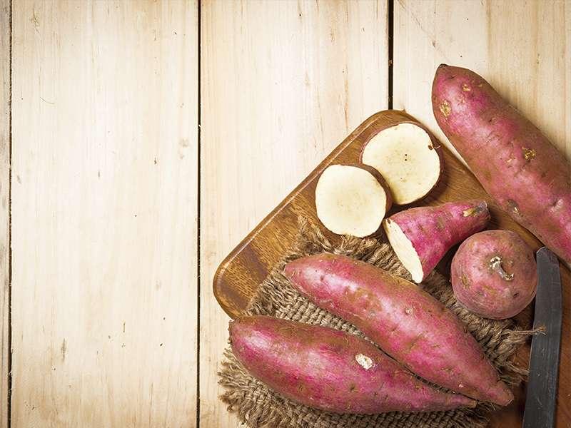 Batatas en una tabla