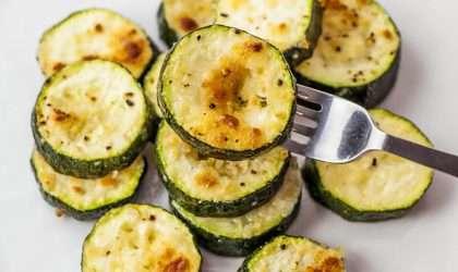 Receta vegana: Calabacín tostado al parmesano