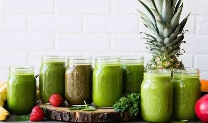 Batido verde de cúrcuma tropical antiinflamatorio