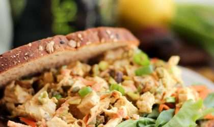 Ensalada de pollo al curry con pistacho
