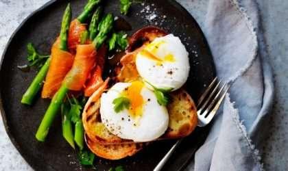 Huevo escalfado con espárragos