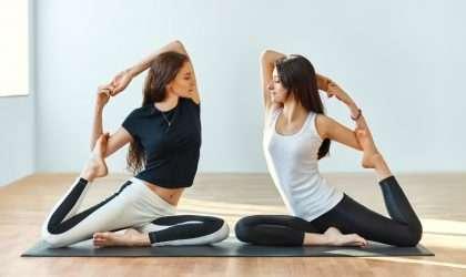 8 movimientos de yoga que prometen aumentar tu energía