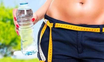 ¿Cuál es la cantidad de agua que debes beber para perder peso?