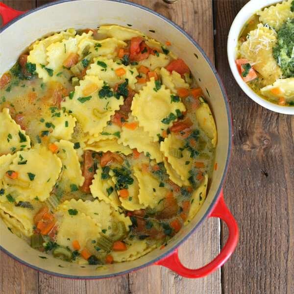 sopa de verduras y raviolis